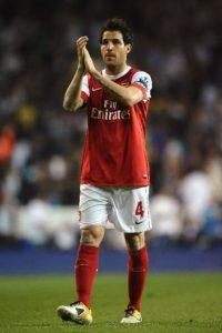 """La misma situación vivieron ambos clubes hace un año con Cesc Fábregas. El volante español fue figura de los """"Gunners"""", se fue al Barcelona, pero volvió a la Premier para jugar con Chelsea. Foto:Getty Images"""