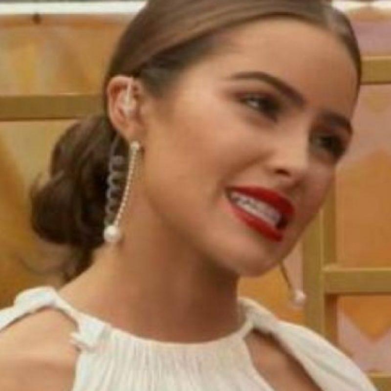 La ex Miss Universo estaba hablando con Giuliana Rancic de su vestido. Foto:vía E!