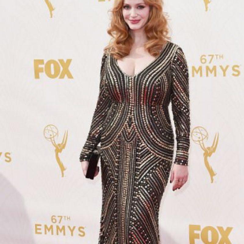 Christina Hendricks, qué decepción. Ese vestido habría lucido mejor en otro estilismo. Se le ha visto mucho mejor. Foto:vía Getty Images
