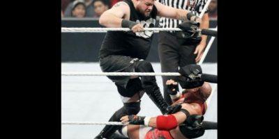 Fue la primera pelea titular de la noche Foto:WWE