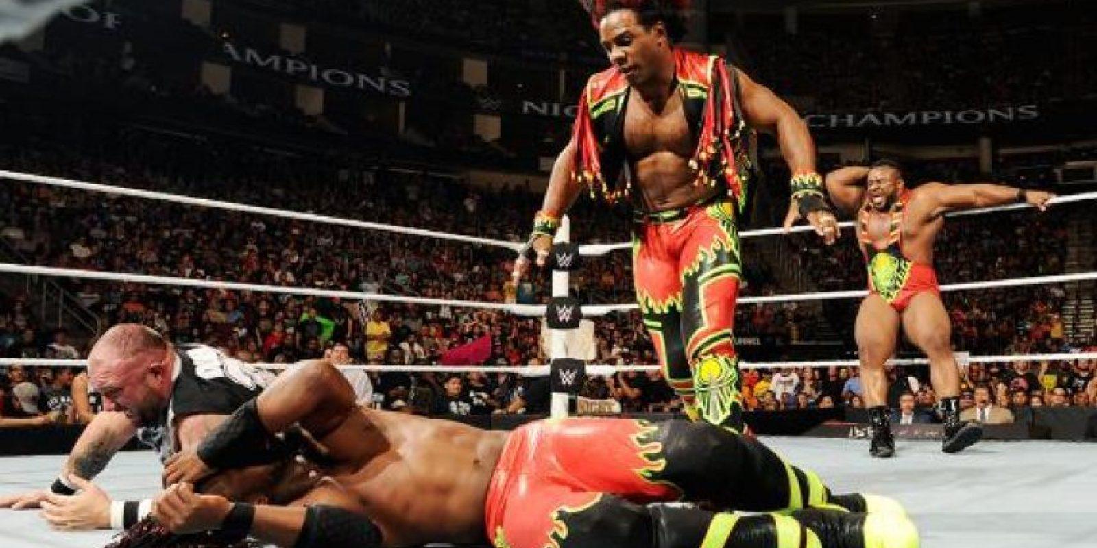 Fueron descalificados por la intervención de Xavier Woods, pero siguen siendo los monarcas. Foto:WWE
