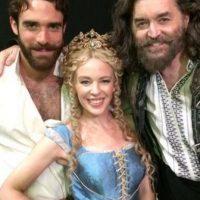 """Kylie Minogue y el joven actor se conocieron durante el rodaje de """"Galavant"""" Foto:Twitter/joshuasasse"""
