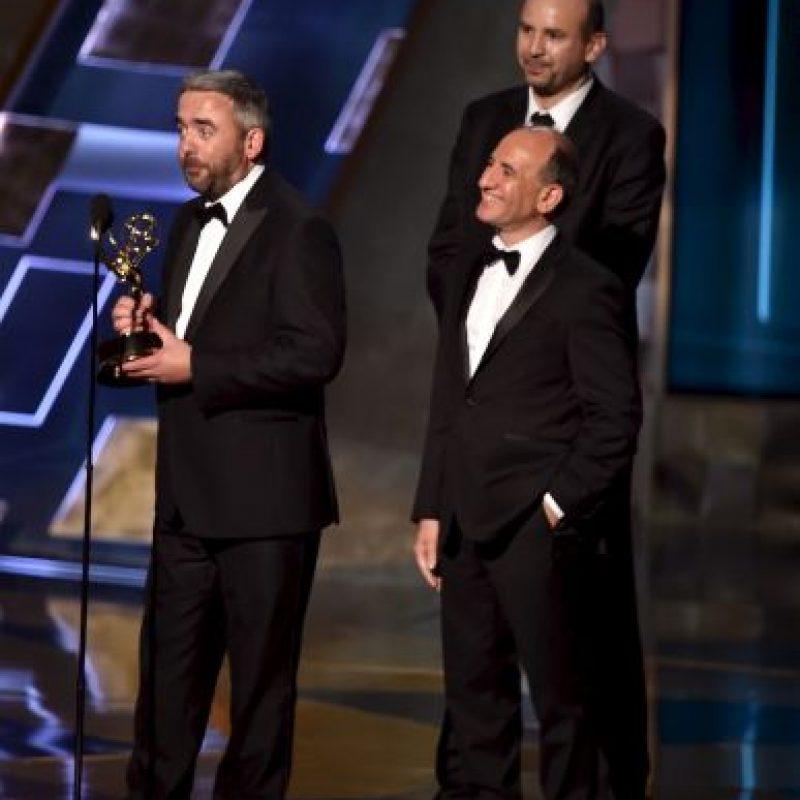 """""""Veep"""". Simon Blackwell, Armando Iannucci y Tony Roche recibieron el premio Foto:Getty Images"""