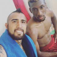 Vidal publica fotos con sus compañeros en el vestidor. Foto:Vía instagram.com/kingarturo23oficial