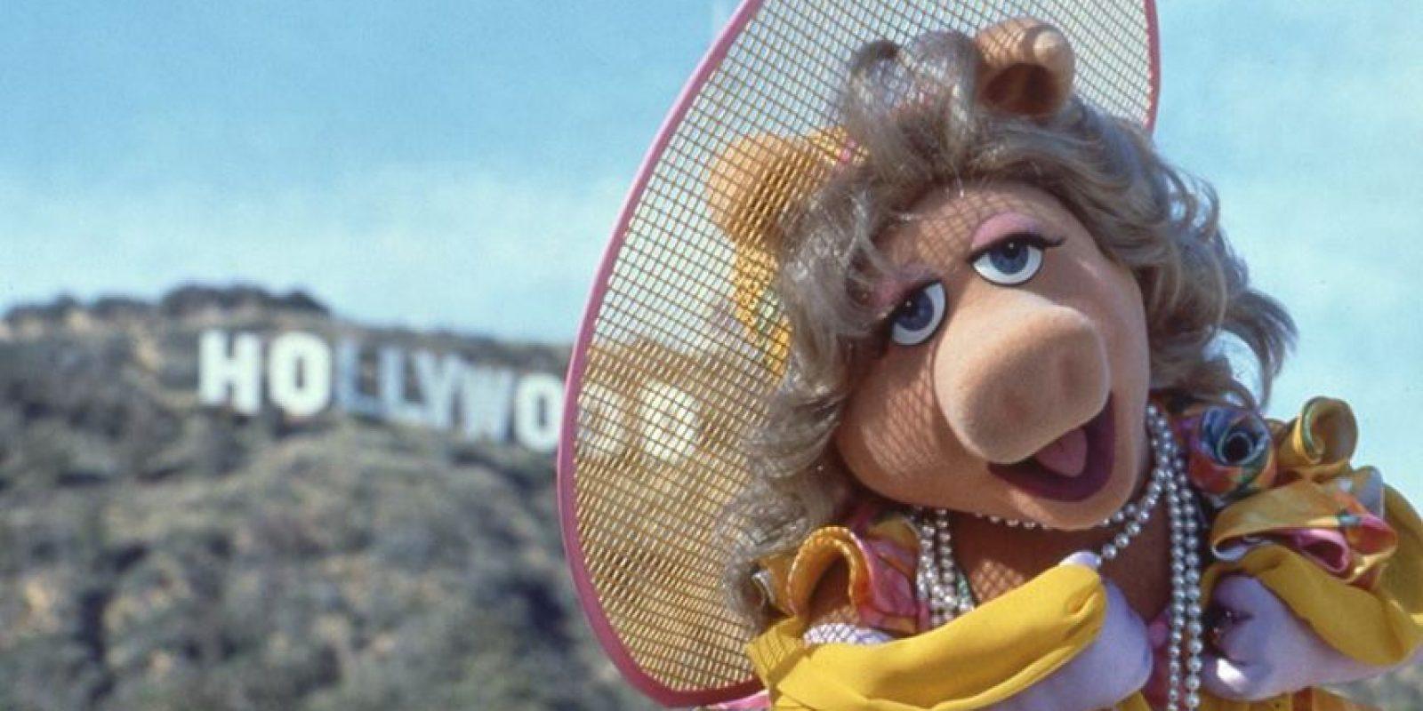 """Durante las grabaciones de su nueva serie, """"Miss Piggy"""" aclaró que no tiene ganas de """"empezar de nuevo"""" con su relación. Foto:vía facebook.com/MuppetsMissPiggy"""