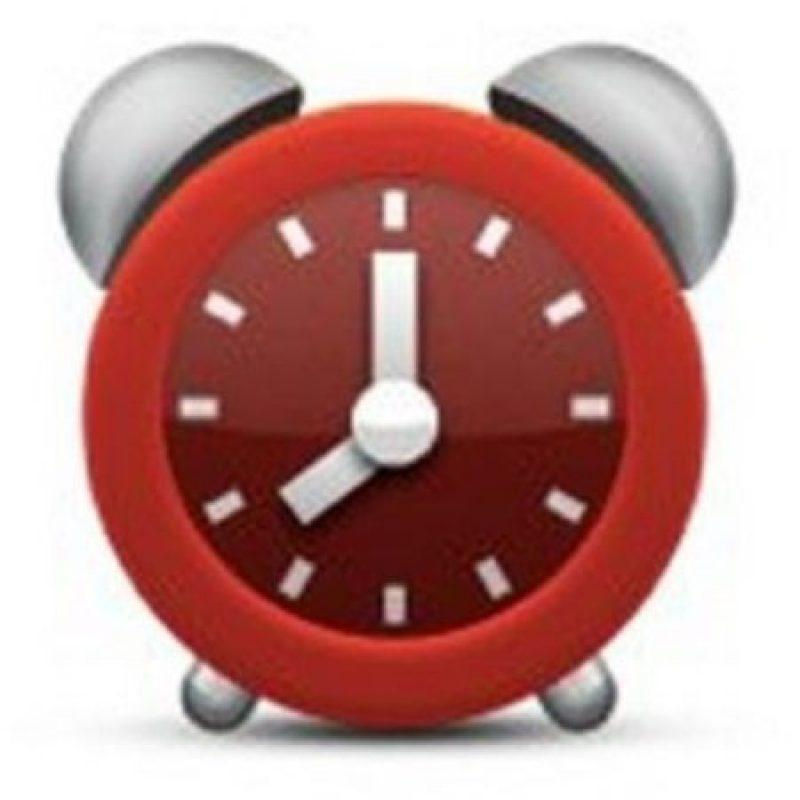 Aunque parece un reloj normal, en realidad tiene una seria falla. No es posible distinguir la hora que marca debido a que la manecilla pequeña se encuentra entre el 7 y el 8. Foto:emojipedia.org