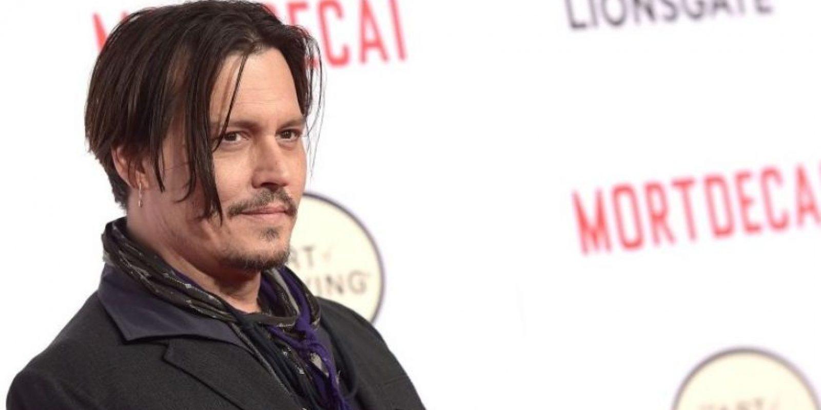 """Johnny Depp habló de qué pasaría si sus hijos experimentaran con la marihuana. """"Si deciden probar marihuana cuando sean mayores, prefiero ser su proveedor, ya que en la calle nunca sabes si estás recibiendo de la buena"""", aseguró a la revista """"GQ"""" Foto:Getty Images"""