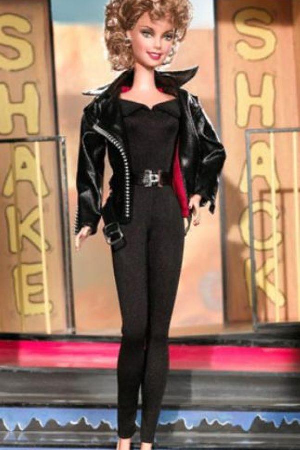"Olivia Newton- John en ""Grease"". Foto:vía Mattel"