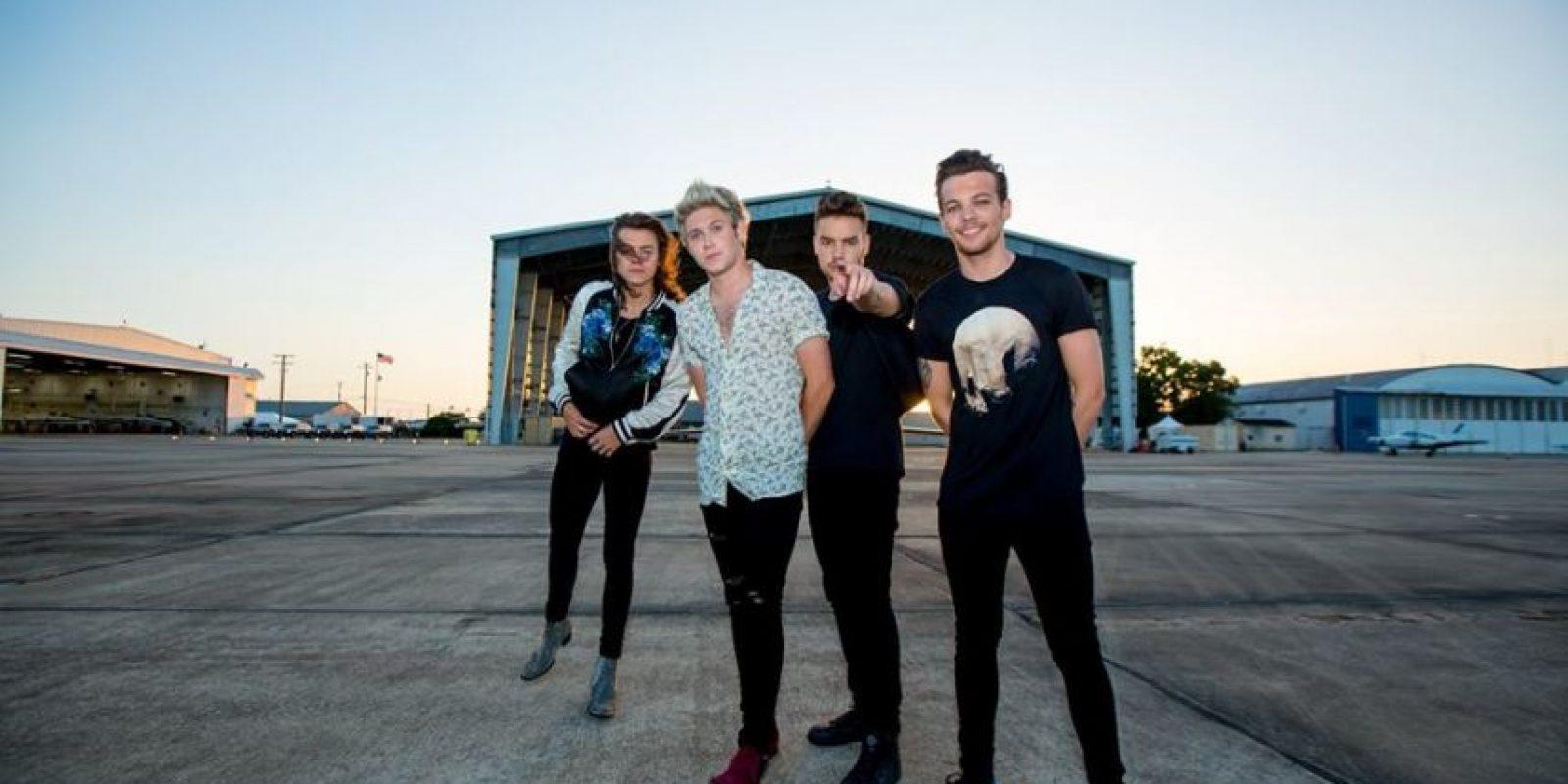 Todo parece indicar que One Direction se encuentra en negociaciones para ser una de las estrellas musicales en el medio tiempo del Super Bowl, durante su edición 50. Foto:vía facebook.com/onedirection