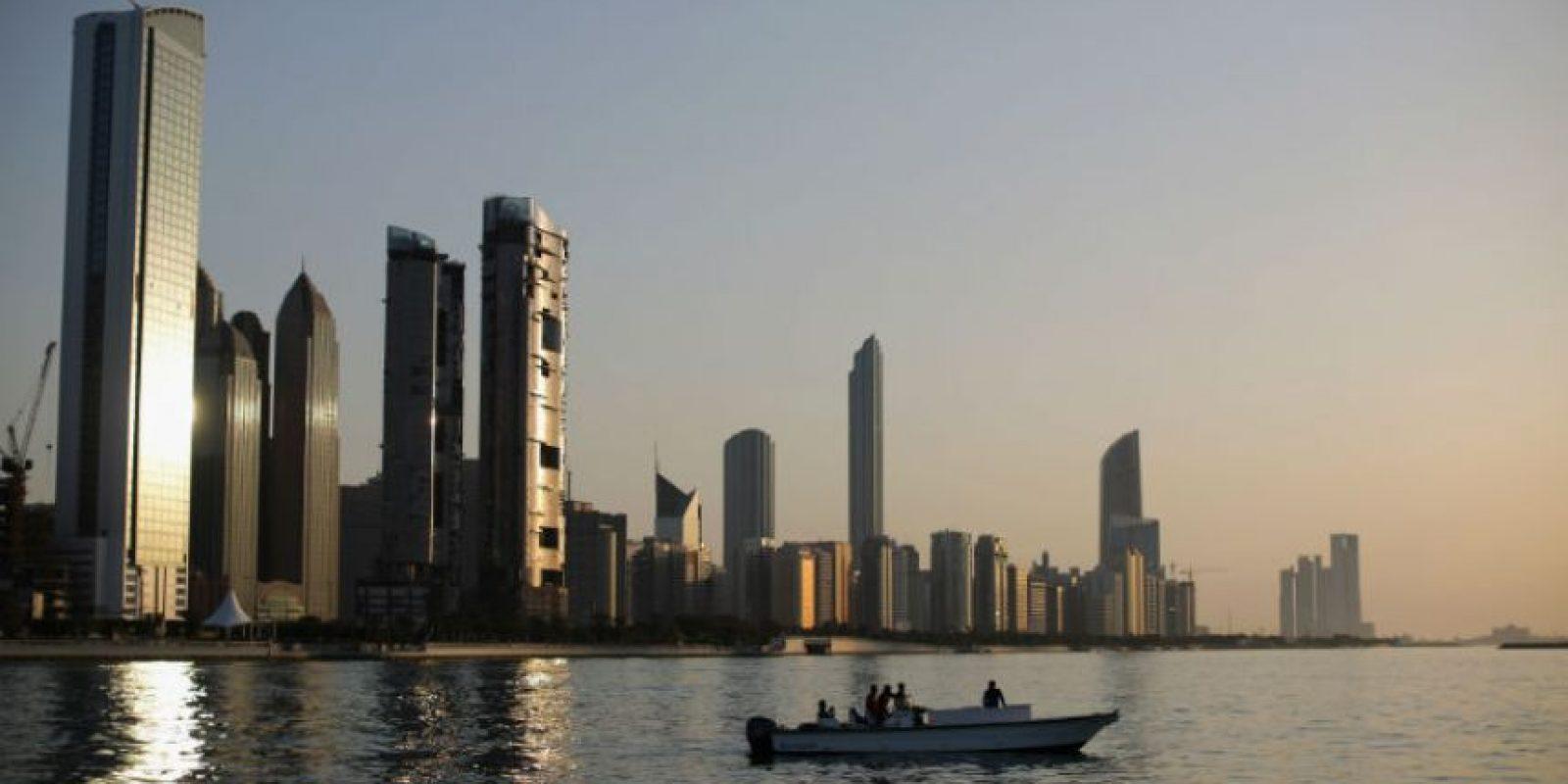 6. Dubai. En promedio los trabajadores laboran dos mil 186 horas al año. Foto:Getty Images