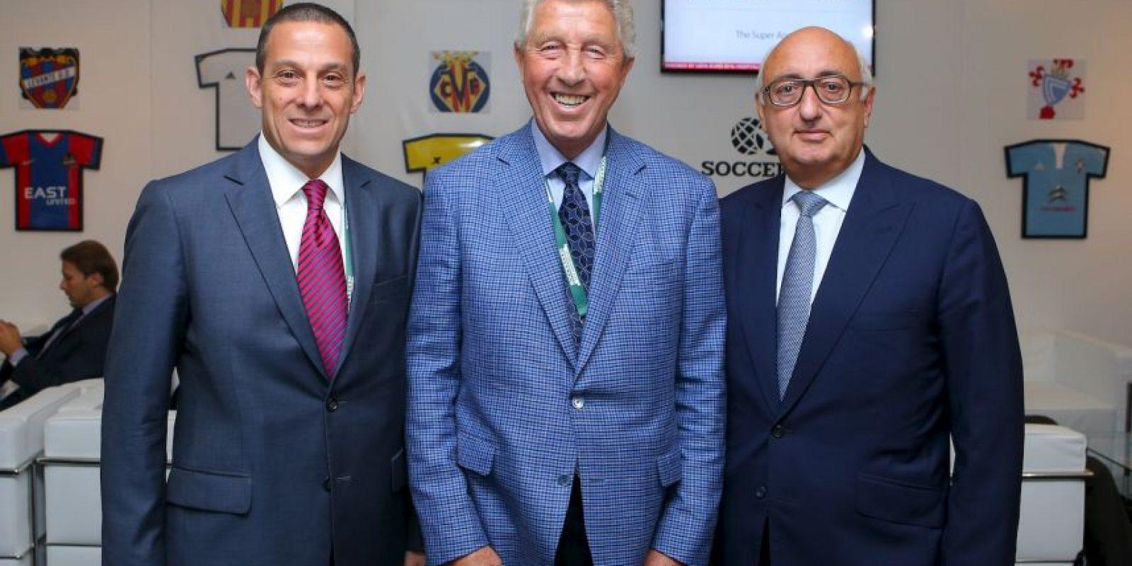 Gana 44 millones de dólares, gracias a las comisiones que le dejan los contratos de cracks como Gareth Bale y Luke Shaw Foto:Getty Images