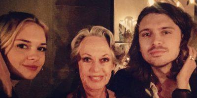 Acá, los dos con la legendaria abuela de ella, Tippi Hedren. Foto:vía Instagram/@melanie_griffith57