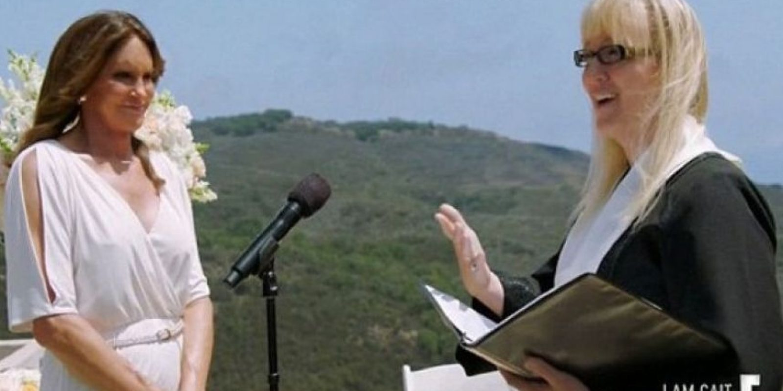 La ceremonia estuvo presidida por la pastora Allyson Dylan Robinson Foto:E! News