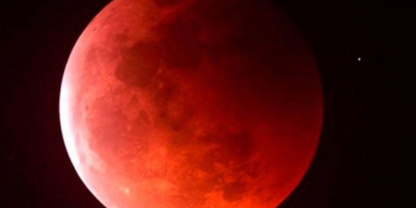 """Dice la Biblia: """"El sol se convertirá en tinieblas, y la luna en sangre, antes que venga el día del SEÑOR, grande y terrible"""", – Joel 2:31 – """"El sol se tornará en tinieblas; y la luna en sangre; antes que venga el día del Señor; grande y memorable"""", – Hechos 2:20 -. Foto:vía Tumblr"""
