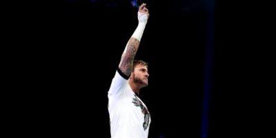 El 6 de diciembre de 2014, Punk anunció que había firmado para la empresa más reconocida de artes marciales mixtas Foto:WWE