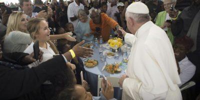 Tuvo una comida con personas sin hogar Foto:AP