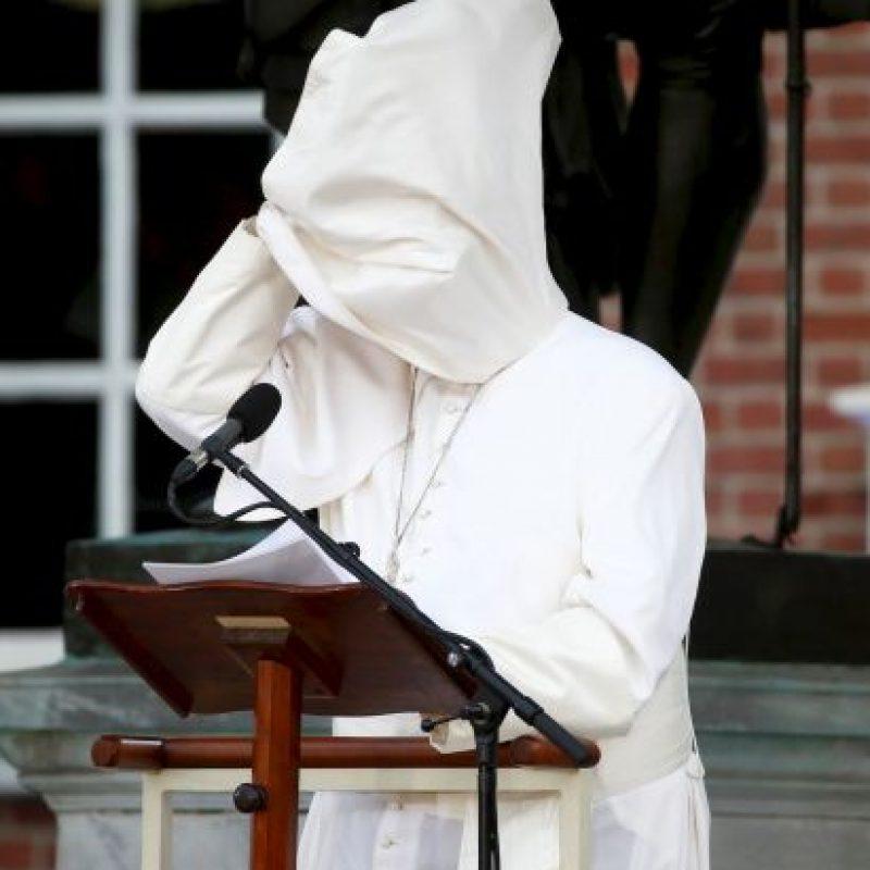 A veces cubre totalmente su rostro Foto:AFP