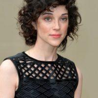 Su no,bre real es Annie Erin Clark Foto:Getty Images
