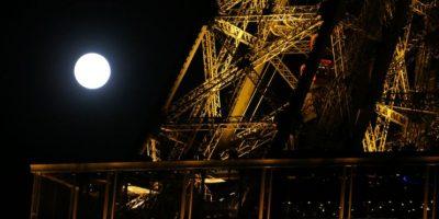 En París, la Torre Eiffel fue testigo del fenómeno Foto:AFP