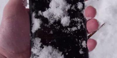 El iPhone 6 tras estar 24 horas bajo la nieve. Foto:vía TechRax