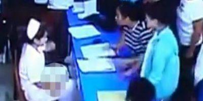 Sucedió en China. Los familiares acusan de negligencia al equipo del hospital, lo que provocó la muerte del bebé Foto:Liveleak