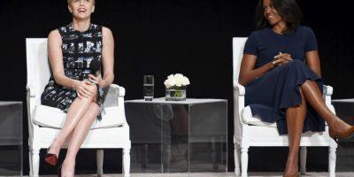 """Charlize Theron y la primera dama Michelle Obama durante el panel """"El poder de una niña educada"""". Foto:Getty Images"""