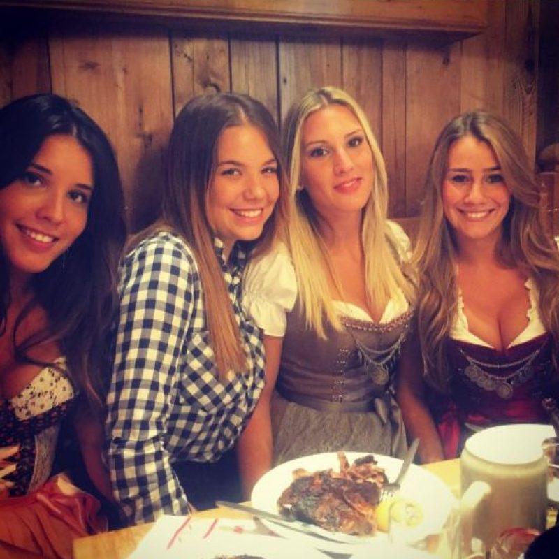 Julia Vigas, novia de Thiago Alcántara también se dio cita en el Oktoberfest Foto:Vía instagram.com/juliavigas