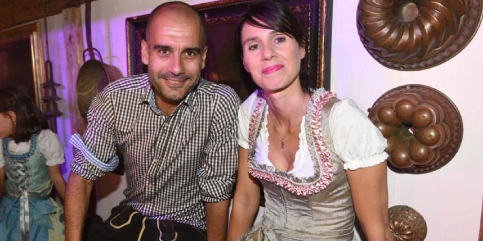 Josep Guardiola y su mujer Cristina Serra Foto:Twitter