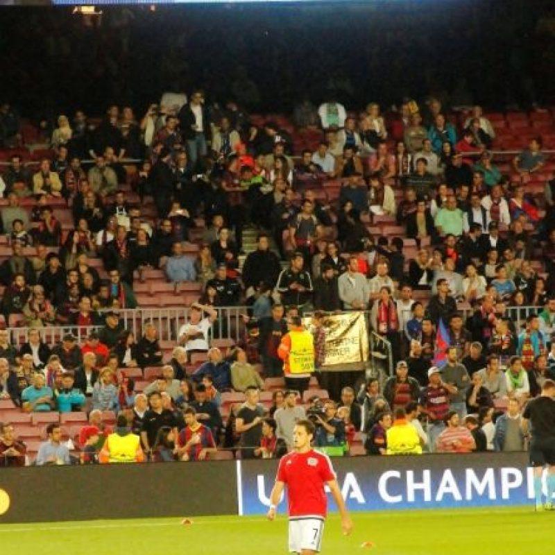 Así vivió Javier Hernández el partido del Bayer Leverkusen contra el Barcelona por la Champions League. Foto:Ramón Mompio