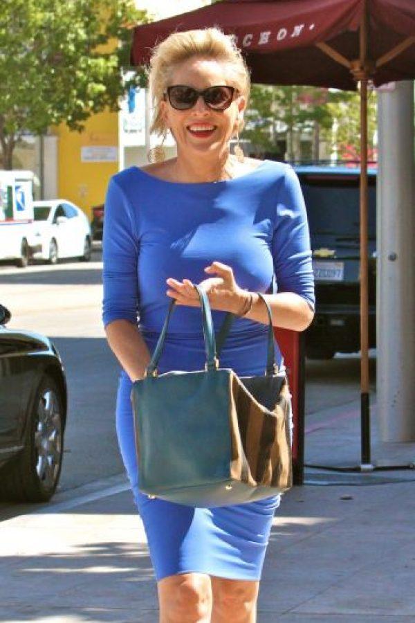Pero en su última salida por las calles de Beverly Hills demostró que, como a muchas mujeres, la gravedad ya hizo efecto en su busto. Foto:The Grosby Group