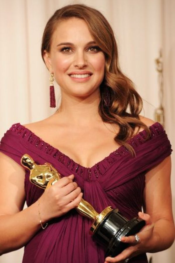 La actriz no es dueña de una gran talla de busto… Foto:Getty Images
