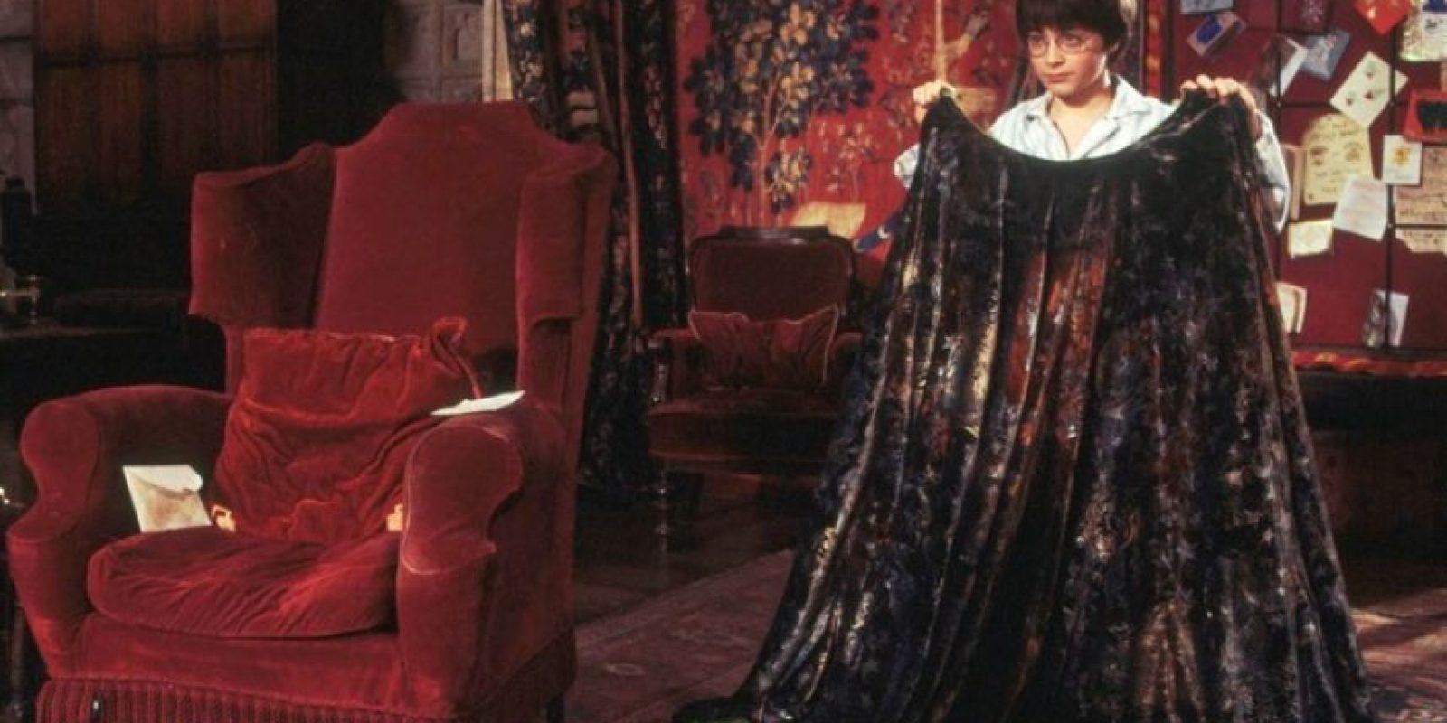 """Rowling explica la manera en que llegó la capa de invisivilidad a las manos de los """"Potter"""", entre muchas cosas más. Foto:Warner Bros"""