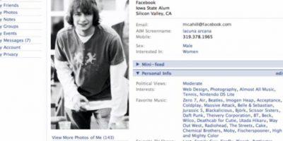 """2005. """"The"""" es eliminado del nombre de la red social. Foto:Facebook"""