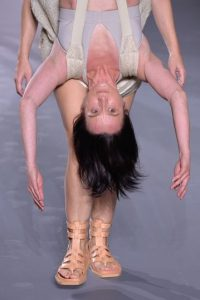 Una donde la mujer va cargando su propia emocionalidad. Foto:vía Getty Images