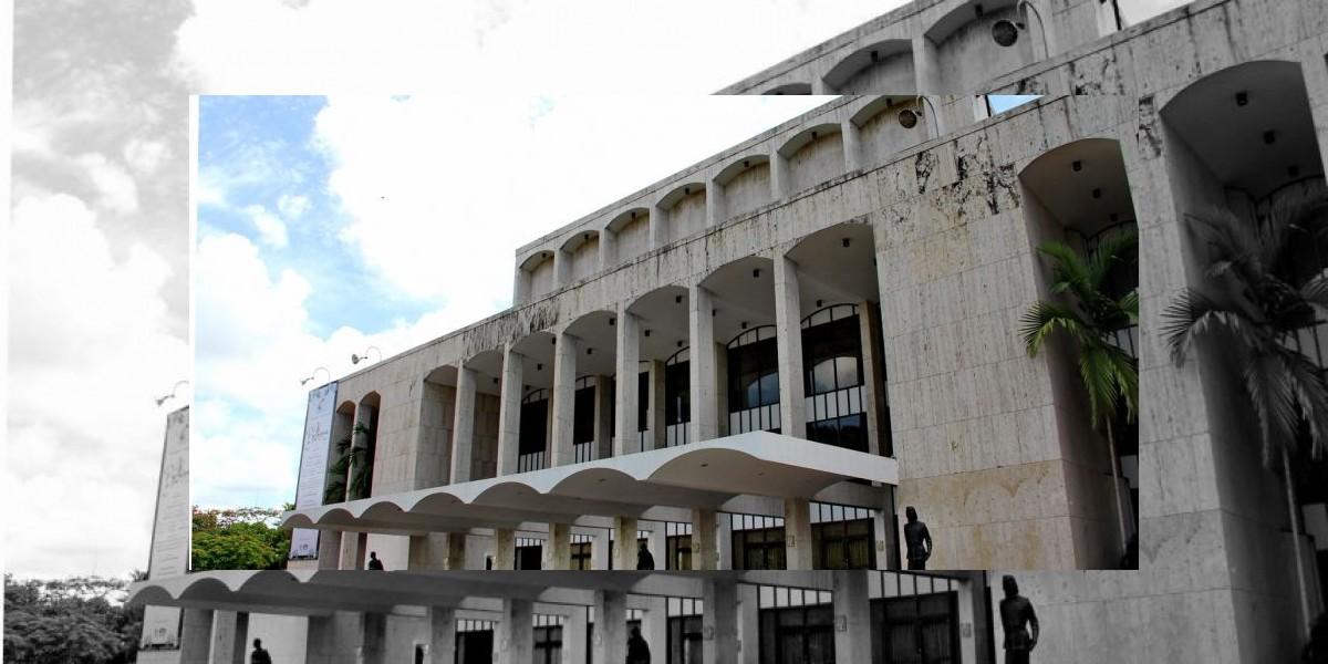 El Teatro Nacional cerrará,  pero la función debe continuar