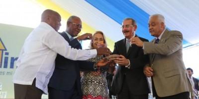 Medina inaugura cuatro proyectos habitacionales para 256 familias en SPM