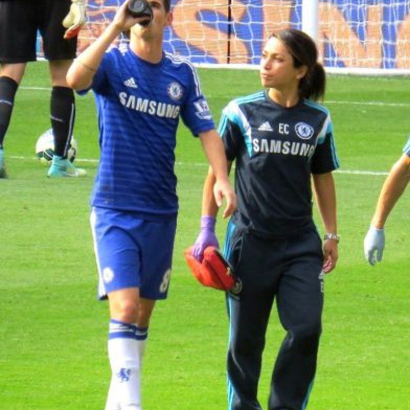 La reacción de la médico y de Fearn molestó a Mourinho, quien no les había dado la indicación de entrar a la cancha. Foto:Wikimedia