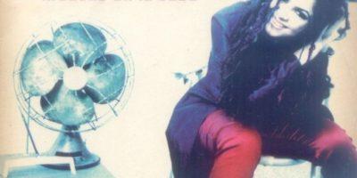 En los años 90 Shakira era como nuestra Alanis Morrisette. Foto:vía Coveralia