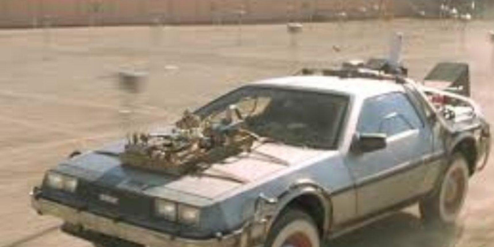 Tuvieron que crear un velocímetro a medida para el Delorean de la película, porque los que traían los autos de la época solo llegaban hasta las 85 millas por hora Foto:Universal Studios
