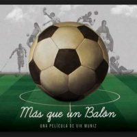 Unos meses antes del comienzo de la Copa del Mundo de 2014, el artista Vik Muniz examina la pasión mundial que despierta el fútbol y crea una obra con 10 mil balones Foto:Emilio Azcárraga y Bernardo Gómez