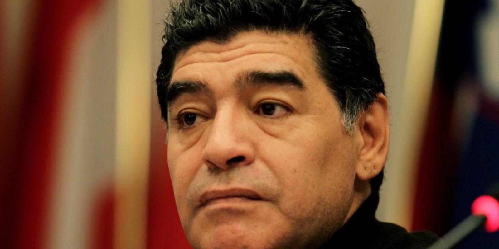 Maradona apoyó la candidatura de Ali Bin Al Hussein, pues se convertiría en vicepresidente de la FIFA si el príncipe jordano ganaba. En junio pasado, el astro argentino confirmó que él mismo buscará la presidencia del organismo. Foto:Getty Images