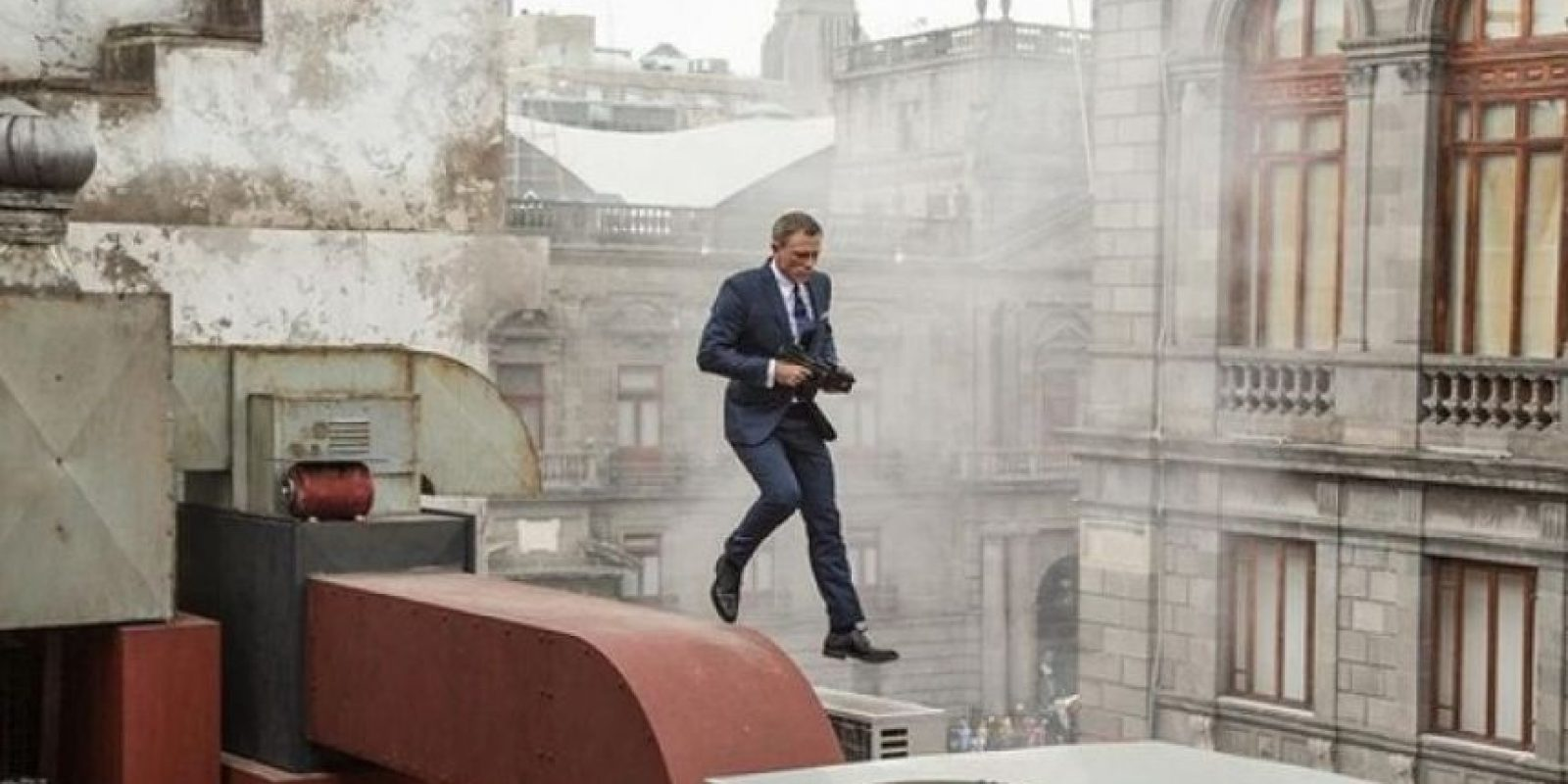 El filme cuenta con la participación de Daniel Caig, quien vuelve a interpretar al famoso agente secreto Foto:Twitter/007