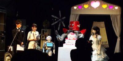 El maestro de ceremonias fue Pepper, el robot que ya está a la venta en Japón Foto:twitter.com/KISABURO_X/