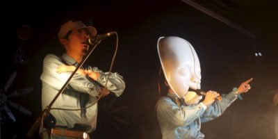 Se trata de una banda musical concepual. Sus integrantes visten con trajes similares al uniforme de trabajadores japoneses Foto:Wikicommons