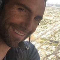 1. Adam Noah Levine es un cantante, compositor, guitarrista y actor estadounidense, más conocido por ser el líder de la banda Maroon 5. Foto:Instagram/adamlevine