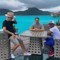 El deportista y el artista han compartido en sus cuentas de Instagram fotografías y vídeos de su estancia en la Polinesia Francesa. Foto:Instagram/floydmayweather