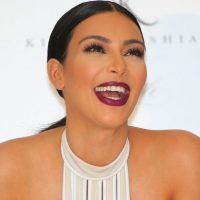 """A lo que Kim añade: """"Unos grandes, sí, como una copa C"""". Foto:Getty Images"""