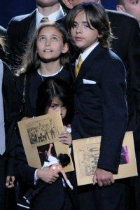 Muy poco se sabía de la existencia de los hijos de Michael Jackson hasta que tuvieron que aparecer luego de su muerte. Foto:Getty Images
