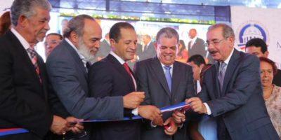 Medina inaugura 27 aulas en la escuela José María Sierra en los Frailes