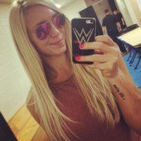Siguió la tradición familiar, por lo que es luchadora en la WWE. Con 29 años, es la actual campeona de las Divas. Foto:Vía instagram.com/charlottewwe